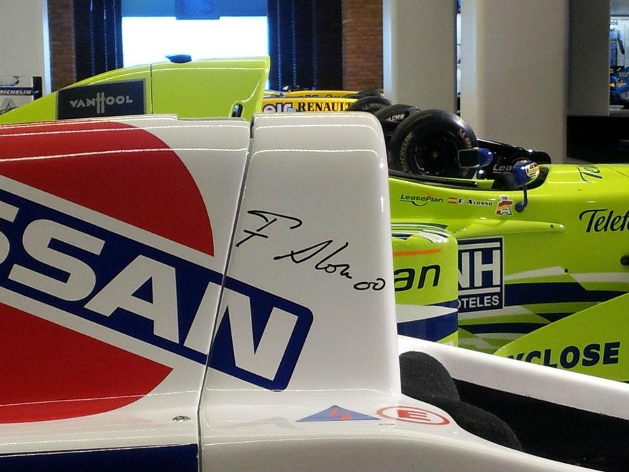 Monoplaza con el autógrafo de Fernando Alonso