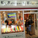 Fachada de la Fabrique de Belgique, una tienda de chuches gigantes