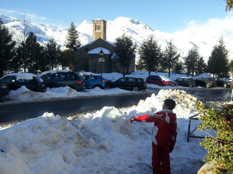 Si no se puede esquiar, el Valle del Tena ofrece entretenimiento para los niños