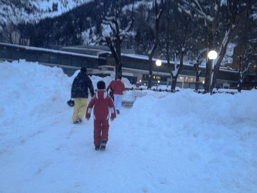 Después de una jornada de esquí, toda la familia agradece el relax de proporciona un balneario