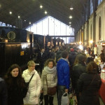 Público en el Mercado de Motores de Madrid