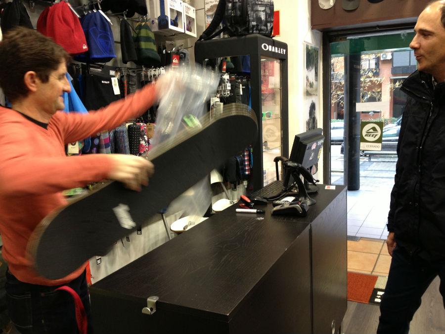 dependientes de Lacanau son profesionales que pueden asesorarte en la compra de tu primer skate