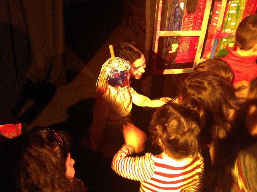En el teatro La Puerta Estrecha, los niños viven una auténtica experiencia teatral