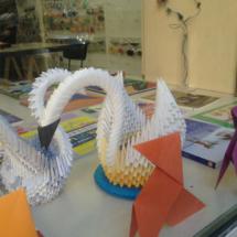 Muestra de un cisne realizado con papiroflexia