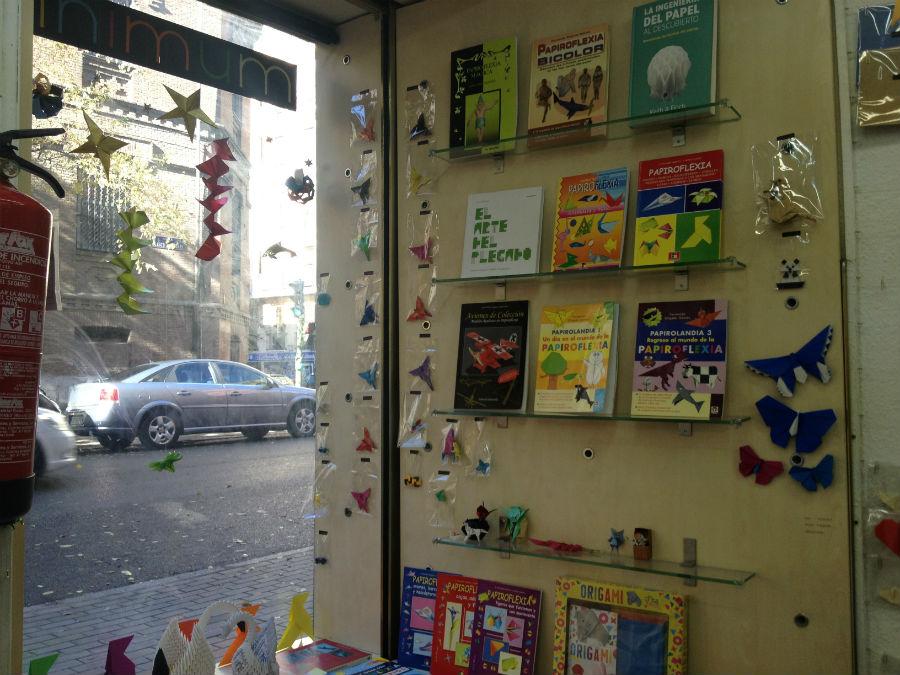 En la tienda de origami Minimum venden libros sobre papiroflexia