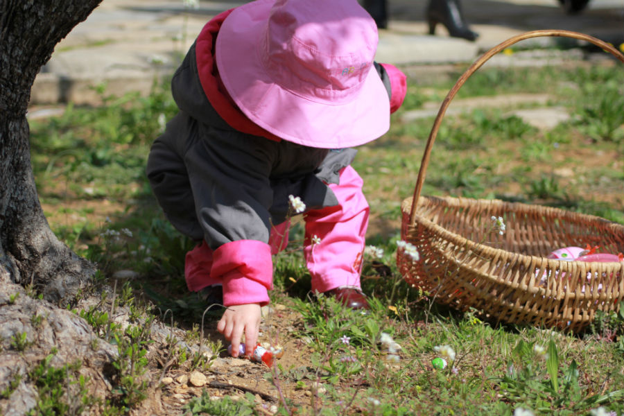 Buscar huevos de Pascua es una tradición infantil muy arraigada en Europa.