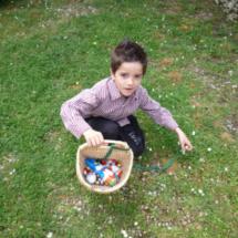 Los huevos de Pascua pueden esconderse en un jardín o dentro de casa.