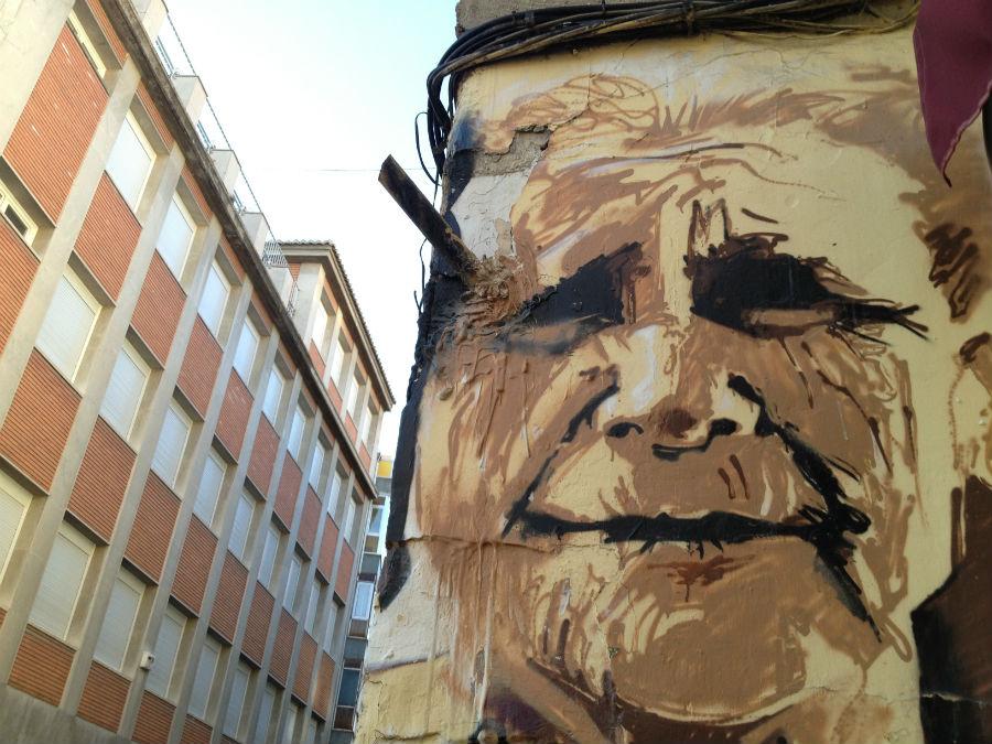 Detalle de un graffiti del Niño de las Pinturas, en Granada
