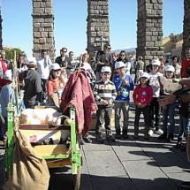 El arriero Claudio guía las visitas especiales para niños al Acueducto de Segovia
