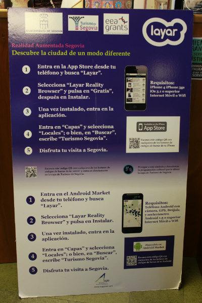Para disfrutar de la realidad aumentada tienes que tener instalado en el móvil el programa Layar