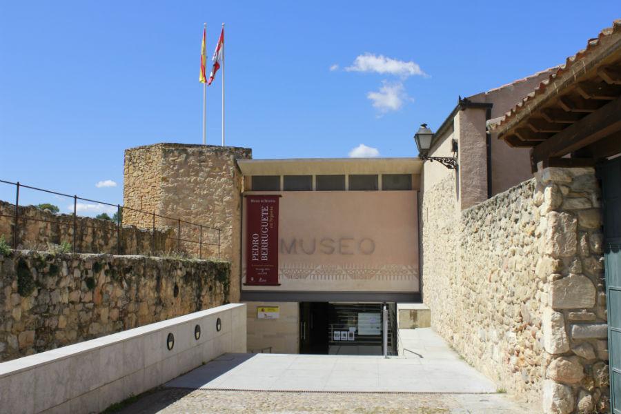 Acceso al Museo de Segovia