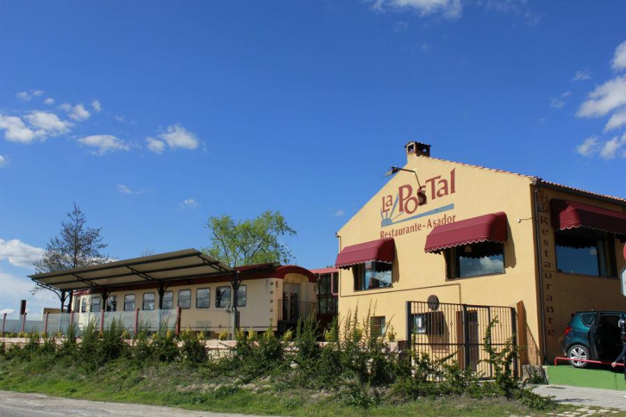 Fachada del restaurante La Postal, en Segovia