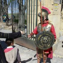 A la entrada del Alcázar, los niños pueden hacerse una foto con un centurión romano