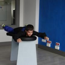 Antes de volar hay que ensayar la postura con ayuda del monitor