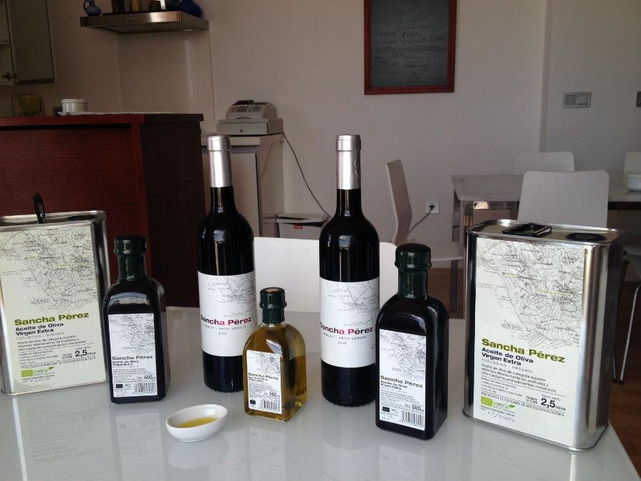 En estas instalaciones producen vino y aceite ecológicos
