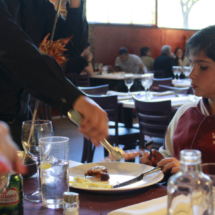 La comida brasileña de El Rodizio y sus servicio resultan atractivos para los niños