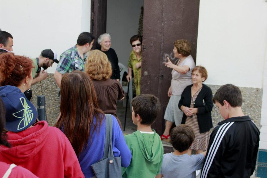 La ruta incluye conocer a algunos vecinos del barrio y poder conversar con ellos.