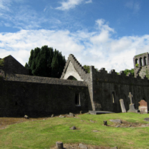 Frente a Malahide hay una antigua abadía en ruinas