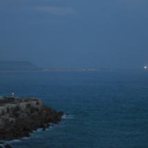 Vistas desde el Faro de Roche; al fondo, el Faro de Trafalgar.