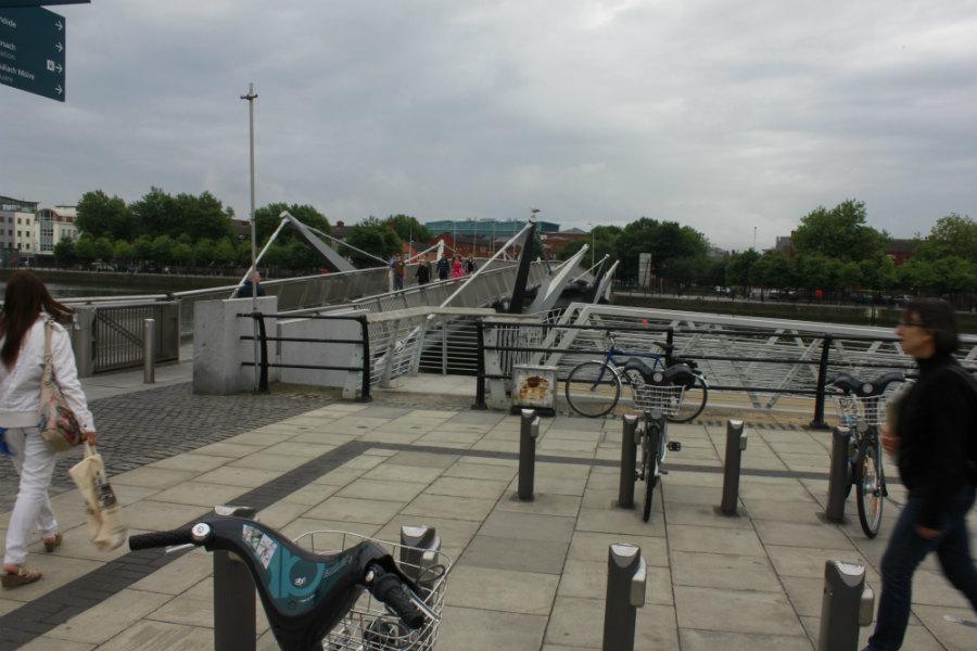 Por todo Dublín se ven estas bicis urbanas de alquiler.
