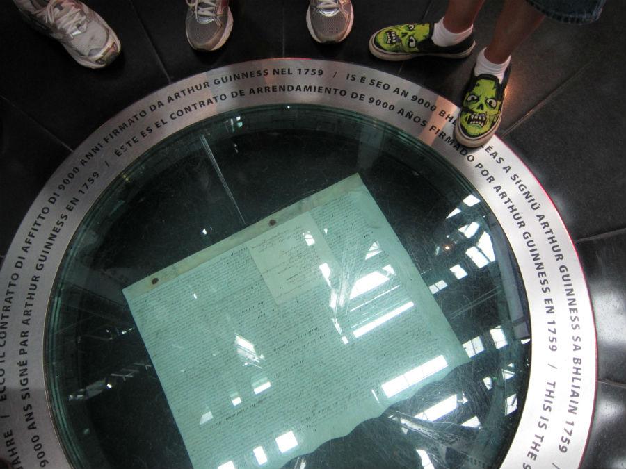 Contrato que Arthur Guinness, el fundador de la compañía, firmó con el ayuntamiento para disponer de suministro de agua para su cervecería durante ¡9.000 años!