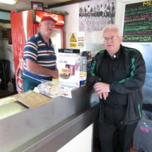 Dekes regenta su restaurante desde el interior de un contenedor.