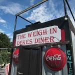 Sólo en parte, Dekes Diner tiene la apariencia de un restaurante.