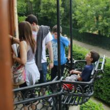 Los balcones de El Capricho de Gaudí son las estancias favoritas de los niños