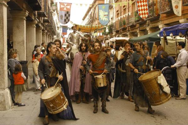 Pasacalles del mercado cervantino de Alcalá de Henares