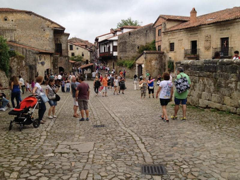 Calle empedrada de Santillana del Mar