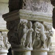 Capitel de la Muerte del Oso del claustro de la Colegiata de Santillana del Mar