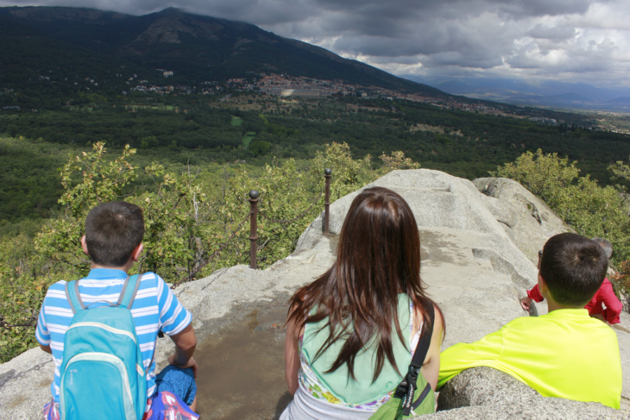 Vistas de El Escorial y el Monte Abantos desde la Silla de Felipe II