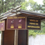 En el Zoo de Madrid se puede dar de comer a los animales de forma controlada