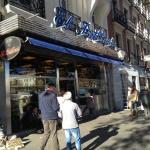 Fachada exterior del bar El Brillante