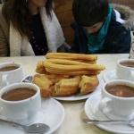 4 tazas de chocolate con churros, 13 euros, en la chocolatería 1902 de Madrid