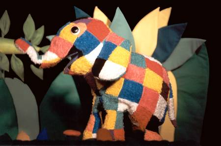Elmer, el elefante: espectáculo de títeres en la sala Cuarta Pared de Madrid