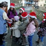 Niños pidiendo el aguinaldo. Foto de José Luis García de Condao, del blog http://moldeandolaluz.com.