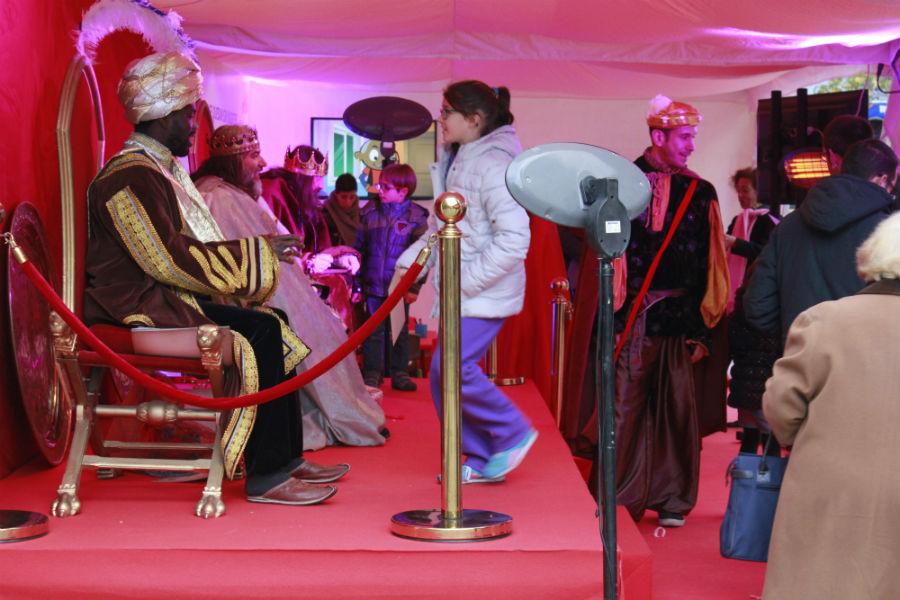 Visitar a los Reyes Magos o a sus pajes es una de las tradiciones navideñas en España