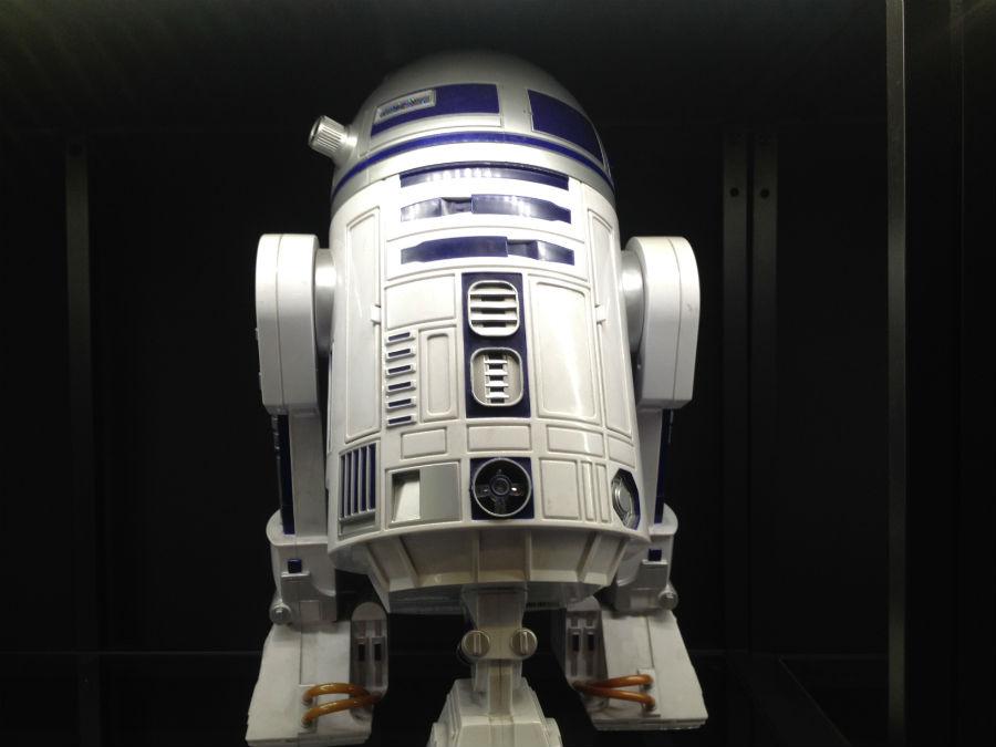 Jueguetrónica tiene una amplia sección de robots de Star Wars