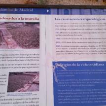 Cartel informativo de la muralla árabe de Madrid