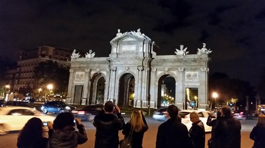 La Puerta de Alcalá está en la Plaza de la Independencia