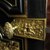Detalle del pomo de una puerta del Palacio de Linares