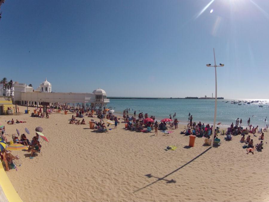 Playas de Cádiz sin viento de Levante: La Caleta, en Cádiz