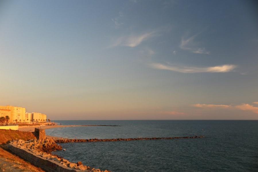 Playas de Cádiz sin viento de Levante: Playita de Mujeres, en Cádiz