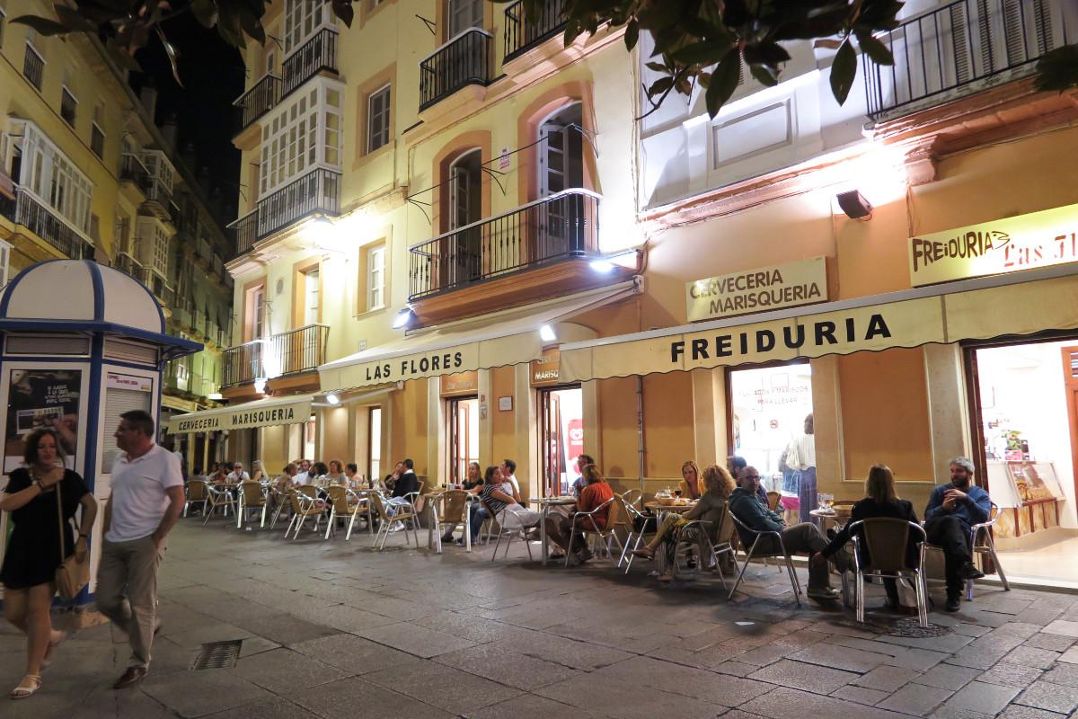 Cenamos de tapeo en la freiduría Las Flores, en Cádiz