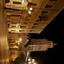 Vistas de la catedral de Teruel por la nocheVistas de la catedral de Teruel por la noche