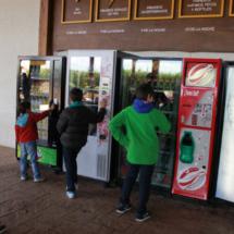 En Dinópolis hay máquinas expendedoras de bebidas.