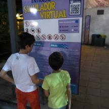 Cartel informativo en el Parque de Atracciones de Madrid