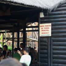 En el Parque de Atracciones de Madrid venden impermeables para las atracciones de agua