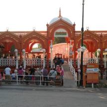 Acceso a una de las áreas del Parque de Atracciones de Madrid